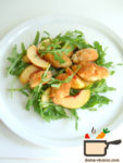 Салат с курицей и нектарином