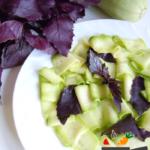 Салат из кабачка с базиликом