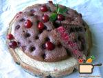 Шоколадная шарлотка с вишней